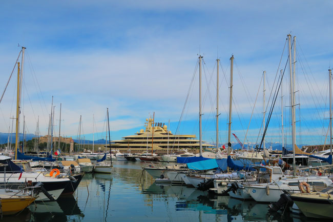 antibes-marina-forte-care-huge-yacht
