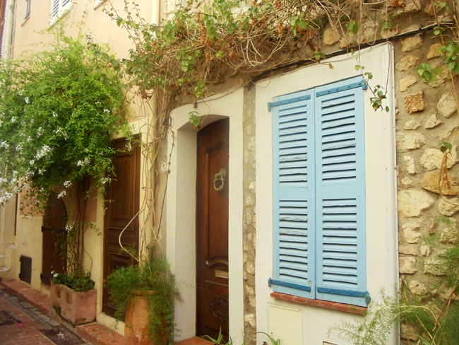 antibes-old-city-wooden-window-shutter
