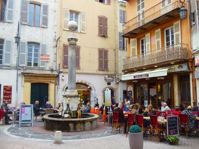 cafe-des-delices-old-city-antibes