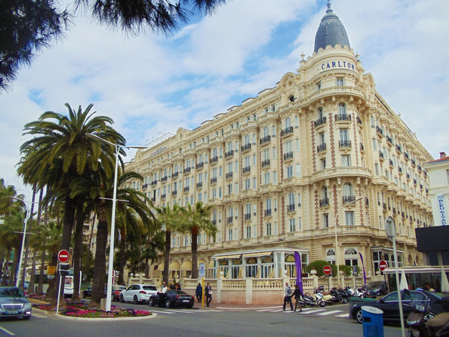 carlton-hotel-cannes-boardwalk