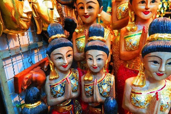 chatuchak-weekend-market-bangkok-statues