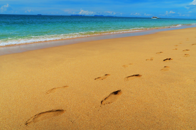footprint-in-sand-long-beach-ko-lanta-thailand
