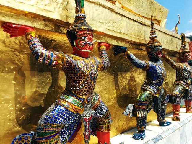 grand-palace-bangkok-wat-phra-kaeo-closeup-figures