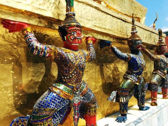 grand-palace-bangkok-wat-phra-kaeo-closeup-figures