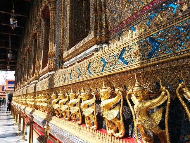 grand-palace-bangkok-wat-phra-kaeo-rows-of-buddhas