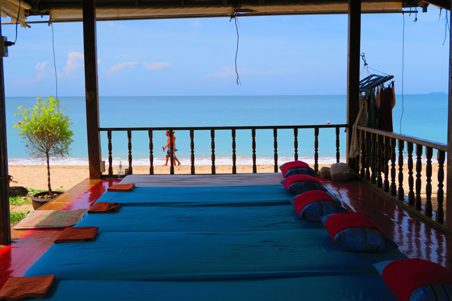 lanta-casuarina-beach-resort-ko-lanta-thailand-massage-on-beach