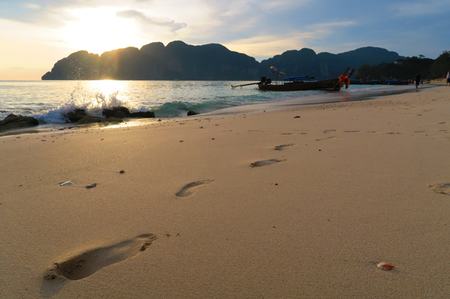 long-beach-ko-phi-phi-thailand-footprints-in-sand