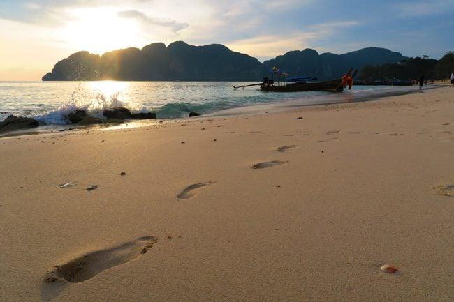 long-beach-ko-phi-phi-thailand-footprints-in-sand