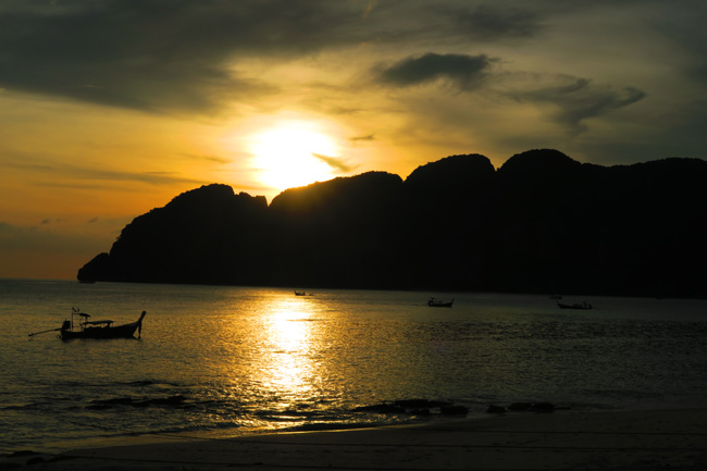 long-beach-ko-phi-phi-thailand-sunset