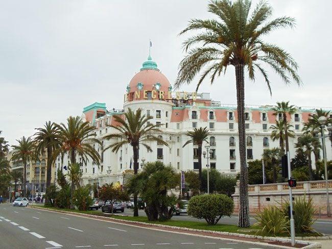 negresco-hotel-promenade-des-anglais-nice-boardwalk