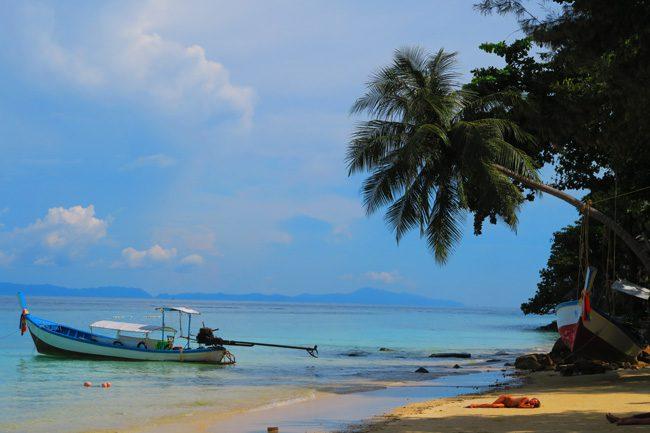 perfect-tropical-beach-rantee-beach-ko-phi-phi-thailand