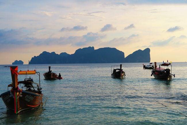 phi-phi-the-beach-resort-ko-phi-phi-longboats