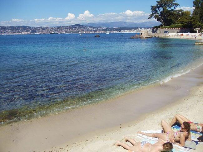 plage-des-ondes-beach-cap-dantibes