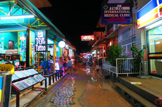 ton-sai-village-streets-at-night-ko-phi-phi