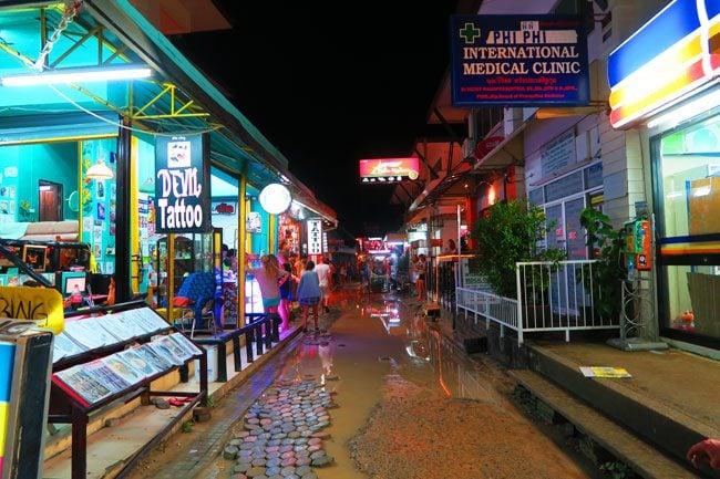 ton-sai-village-streets-at-night-ko-phi-phi