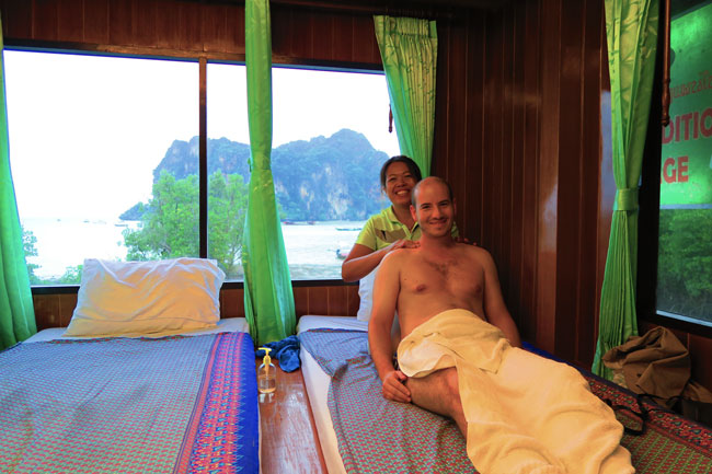 traditional-thai-massage-railay-beach-thailand