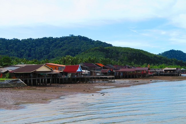 wooden-houses-over-water-lanta-old-town-old-ko-lanta-thailand