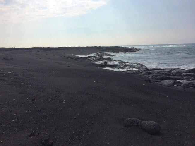 Makolea Black Sand Beach Beach - Kekaha Kai State Park - Big Island Hawaii