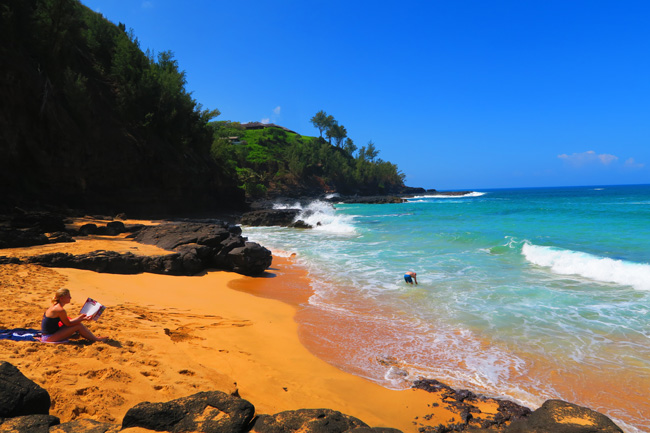 Secrets Beach - Kauai - Hawaii - rocky cove