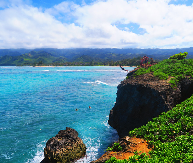 Cliff jumping - Laʻie Point State Wayside - Oahu - Hawaii
