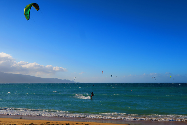 Kitesurfers in Kahana Beach Park - Maui - Hawaii