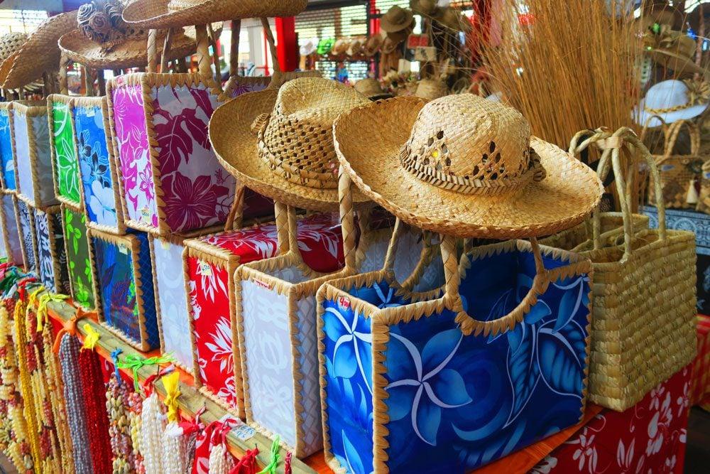 קניות בשוק בפפאטה - טהיטי - פולינזיה הצרפתית
