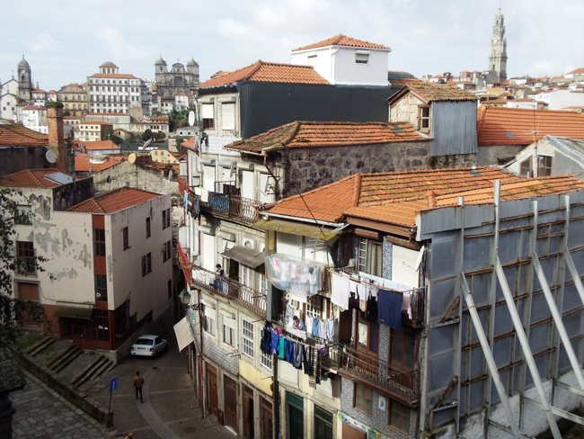 Laundy in homes - view fro Se Cathedral - Porto - Portugal