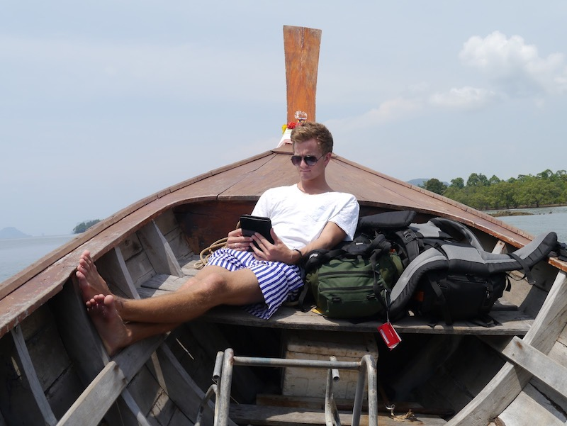 Studying on a long tail boat in Myanmar - vagabjorn