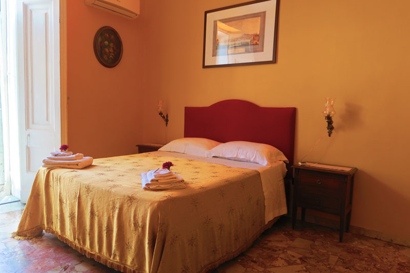 A Cassa di Mamma bed and breakfast in Naples - bedroom