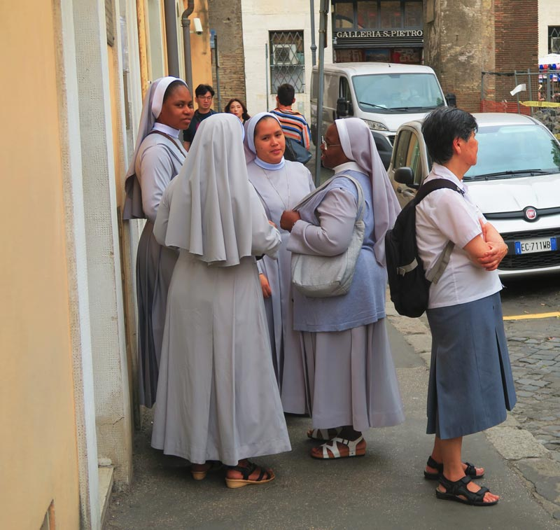 Catholic nuns in the Vatican - Rome