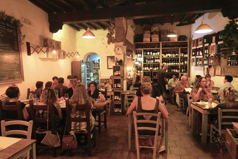 La Fiaschetta Rome Restaurant interior