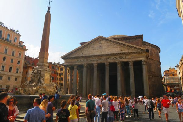Line outside the Pantheon in Rome
