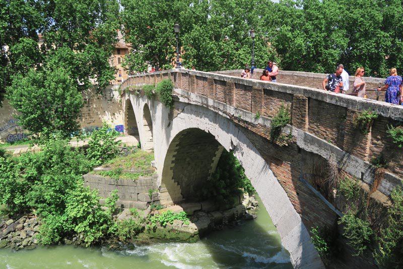 Ponte Fabricio - oldest bridge in Rome