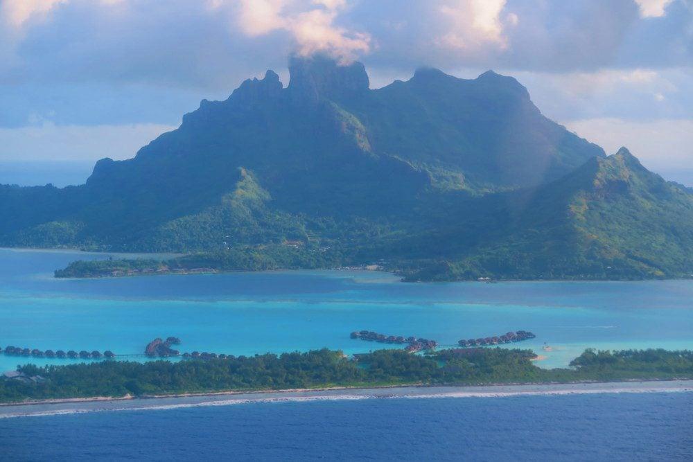 Bora Bora Landing Page - Aerial View - טיול עצמאי לבורה בורה