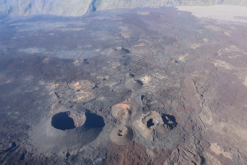 Scenic helicopter flight - Helilagon - Reunion Island - Piton de la Fournaise cinder cones