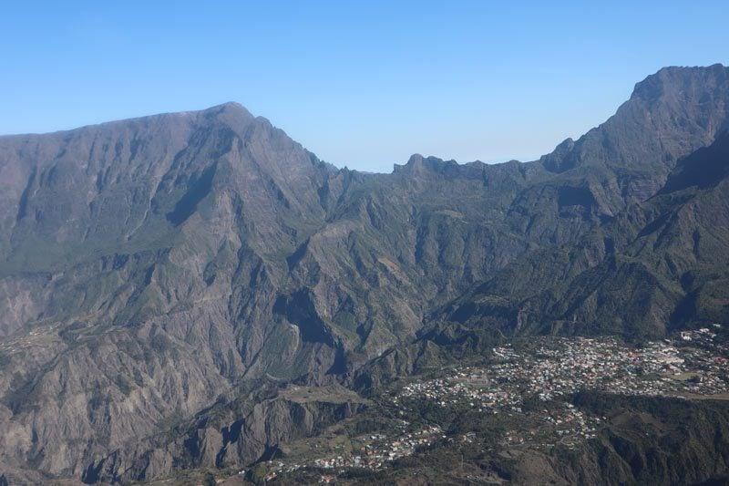 Scenic helicopter flight - Helilagon - Reunion Island - cirque de cilaos
