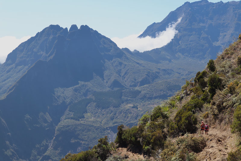 Sentier de Roche Plate - Reunion Island hike - hikers on trail