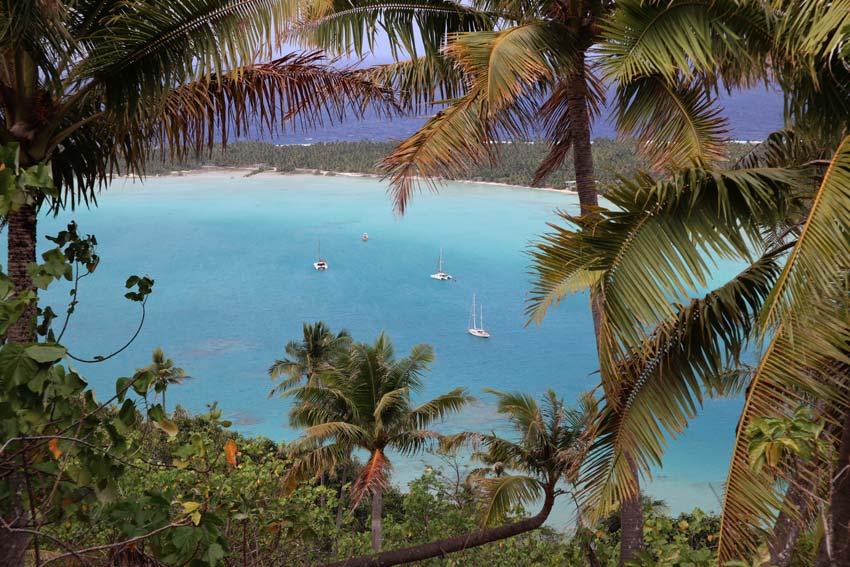 Yachts in Maupiti Lagoon - Mount Teurafaatiu hike - French Polynesia