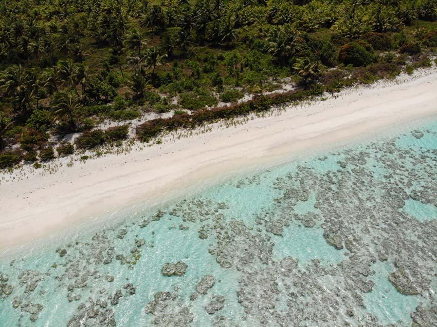 beach and lagoon - motu auira - Maupiti - French Polynesia