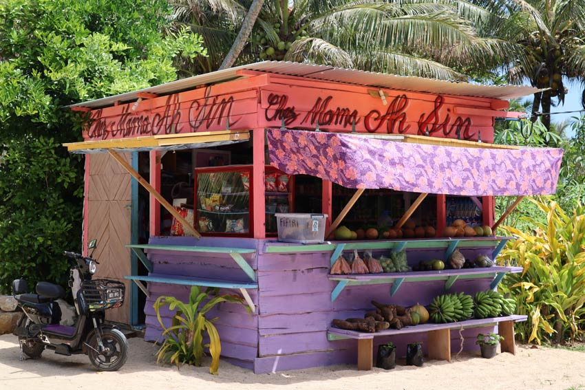 fruit stand - tubuai - austral islands - french polynesia