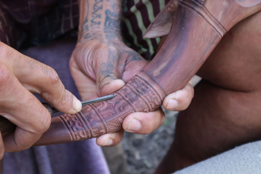 Tangy wood carver - Hakaui Valley - nuku hiva - marquesas islands - french polynesia