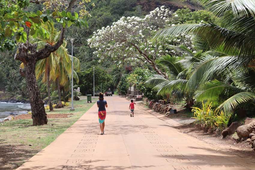 dricia walking in Hatiheu - nuku hiva - marquesas islands - french polynesia