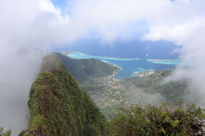 view from pierced mountain hike summit moorea - french polynesia